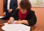 Ze strony miasta umowę podpisała Elżbieta Łągwa-Szelągowska, dyrektor Miejskiego Ośrodka Kultury.
