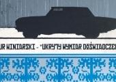 """Plakat zapraszający na wystawę Artura Winiarskiego """"Ukryty wymiar doświadczenia""""."""