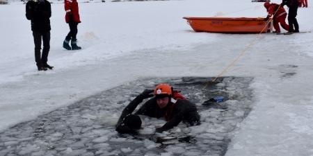 Pokaz ratownictwa lodowego