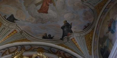 Świat na stropie malowany