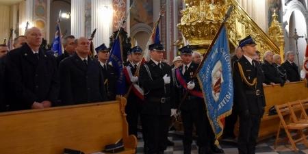 Strażacy pielgrzymowali do 800-letniego Piotrkowa